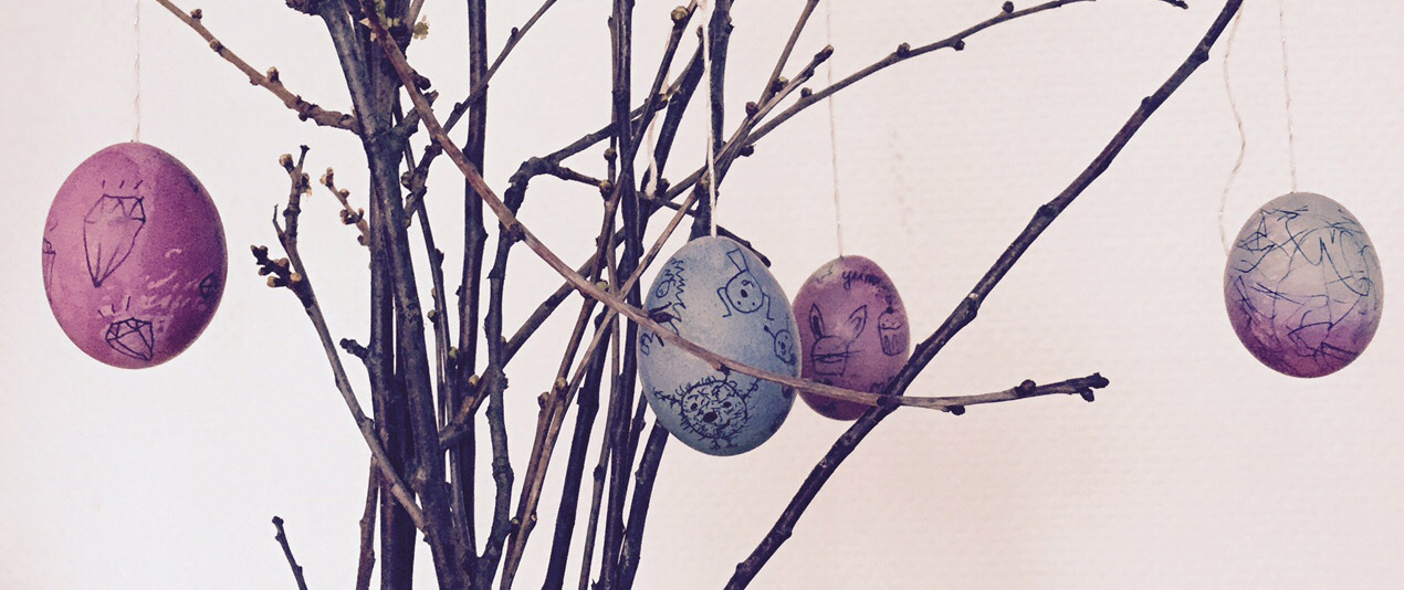 Ostereier hübsch färben und mit Doodles bemalen – mit Kind!