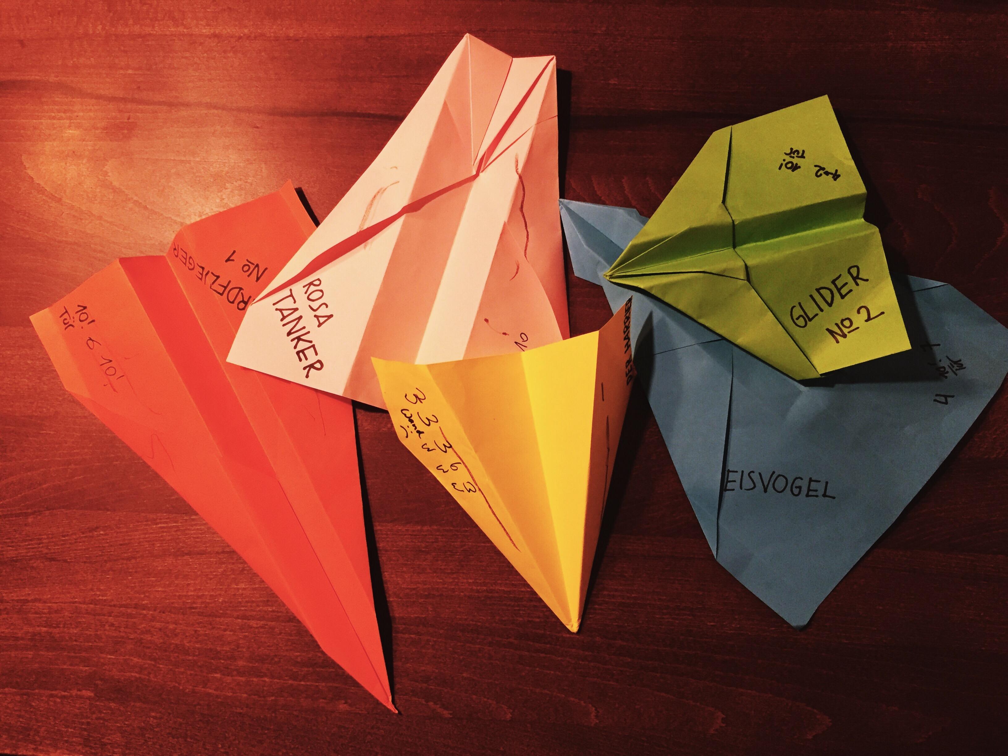Warum jede Mama diese Papierflieger falten können sollte und welches die besten sind
