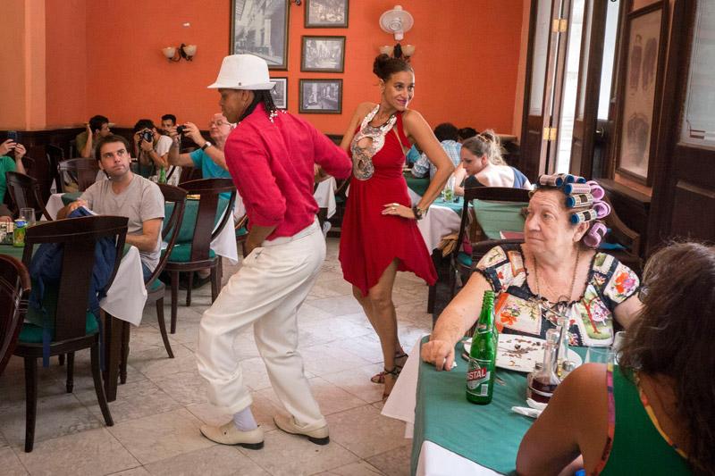 Cuba-dancing-bar