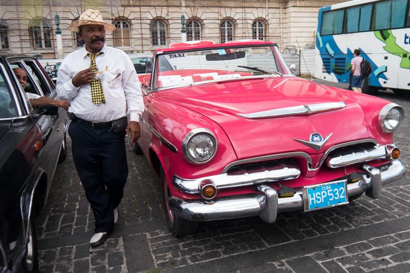 Cuba_man-with-tie