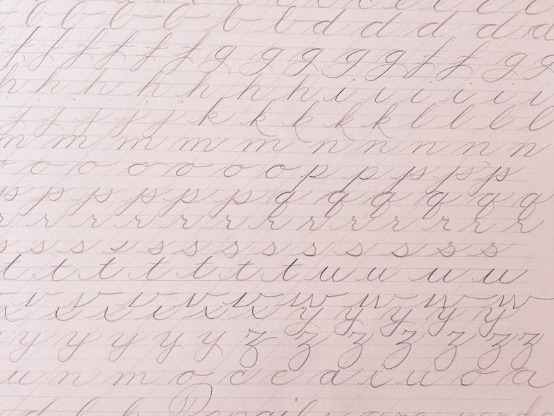 Handlettering-lernen_Kleinbuchstaben-mit-Bleistift-ueben